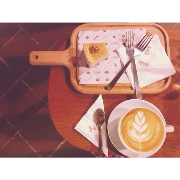 27135 46767 Cafe 584 584