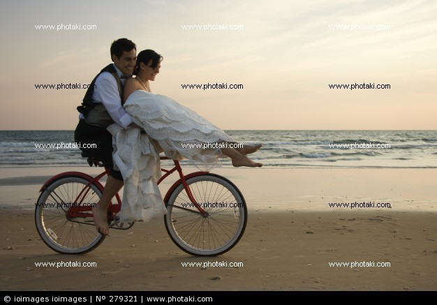 Pareja En Bicicleta En La Playa Bicicleta Veinte 279321