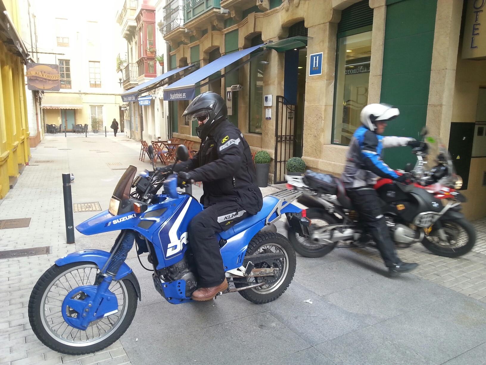 Teo Romera Mrhicks Blue Hotel Gijon Ruta Caballosdemetal