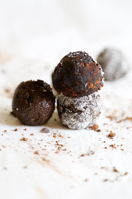 Raw Vegan Chocolate Avocado Truffles Recipe 002