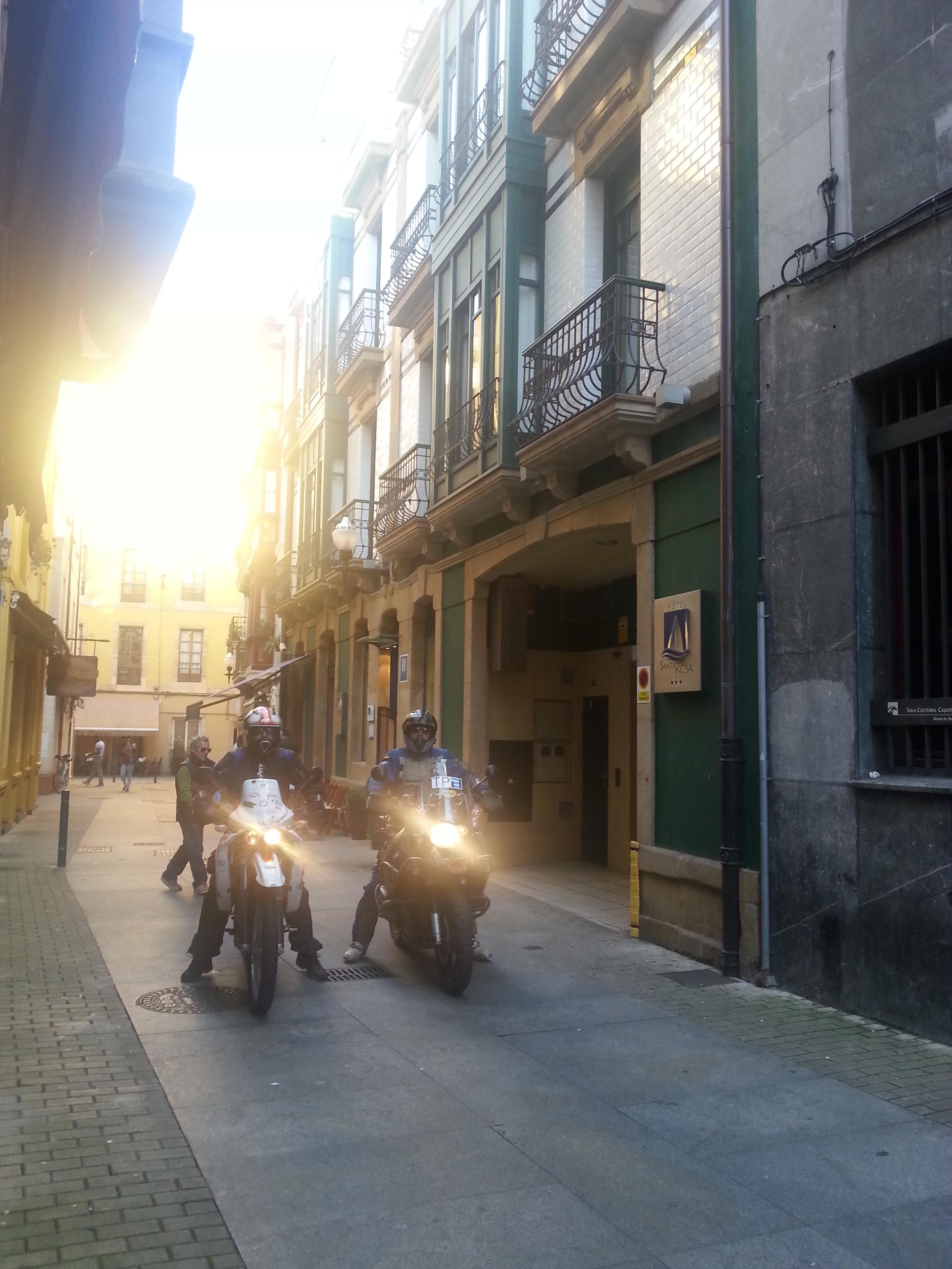 Los Dos Moteros Salen De Ruta Desde El Hotel Blue Santa Rosa De Gijon