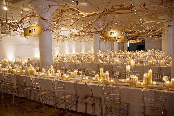 El salón preparado para recibir a los invitados