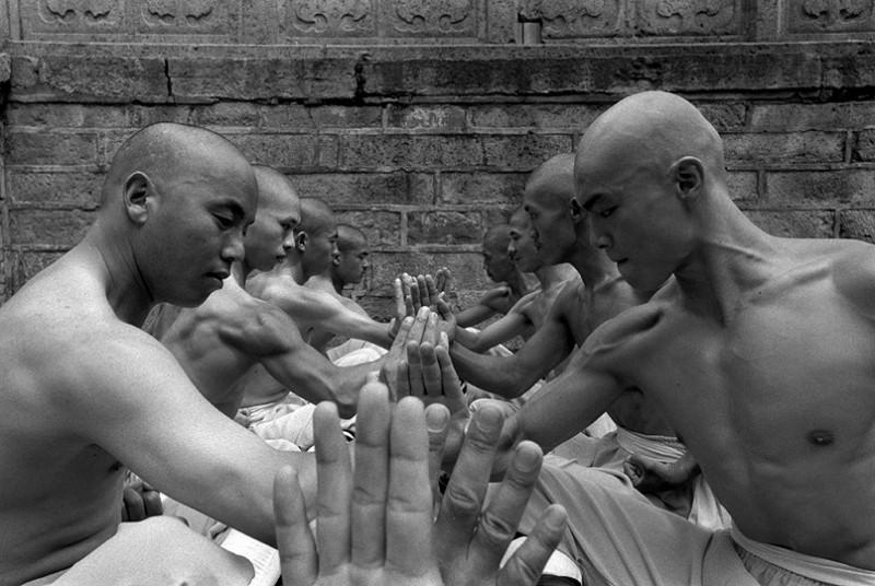 Incredible Photos Of Shaolin Monks By Tomasz Gudzowaty Shockblast 3 800x536