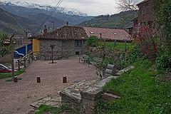 Fuente Y Plazoleta Con Vistas A La Sierra Del Aramo De Batirche Ensuestilo