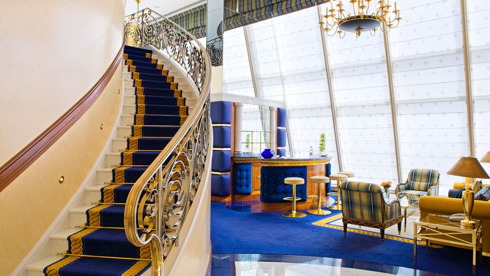 002824 04 Club Suite Staircase