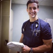 El médico que arrasa en Instagram.