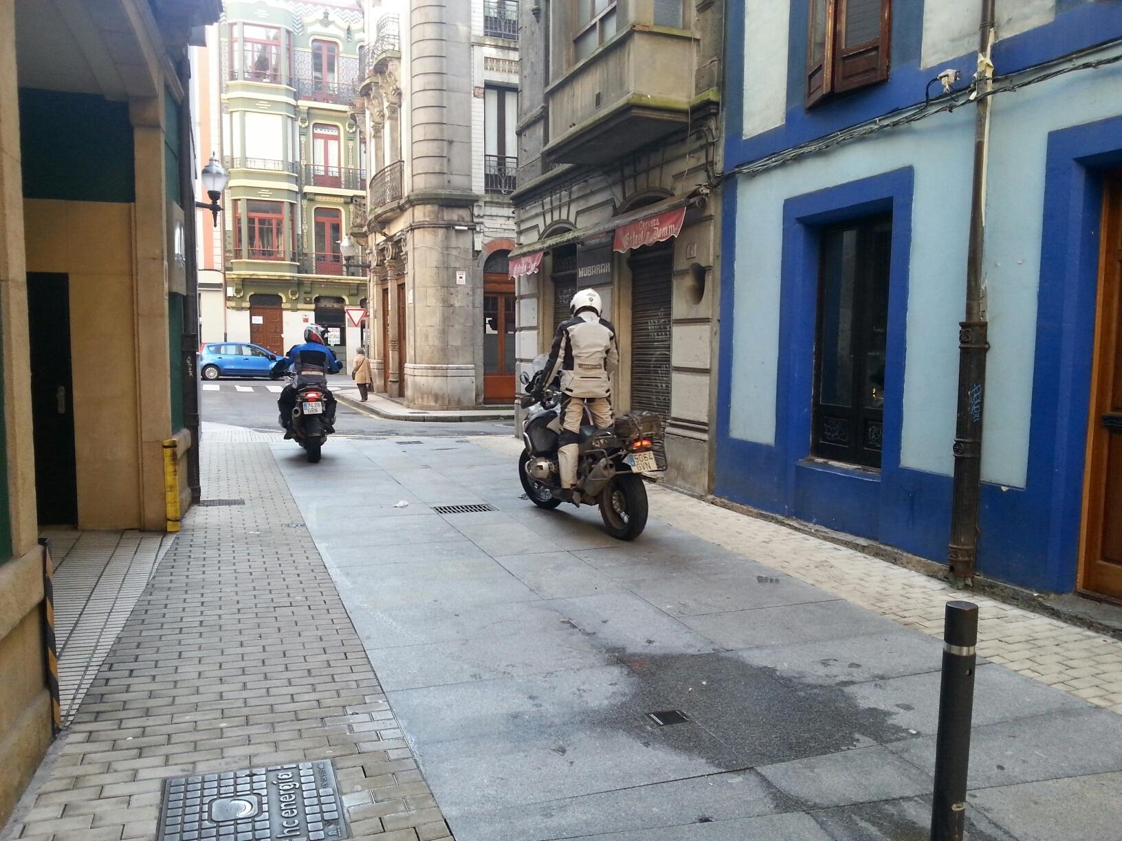 Isaac Feliu Caballos Metal Blue Hotel